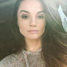 Alicia007 woman